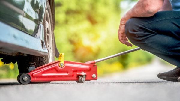 Como cambiar los neumaticos del coche consejos