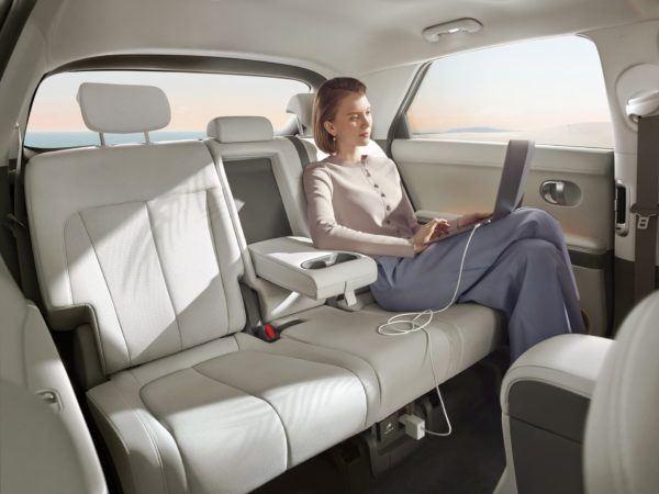 Hyundai IONIQ Eléctrico 2021: precio, ficha técnica y fotos asientos traseros