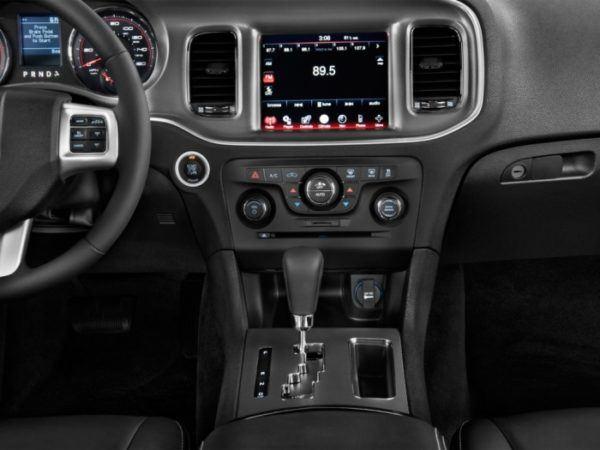 Dodge Nitro 2021 panel de control