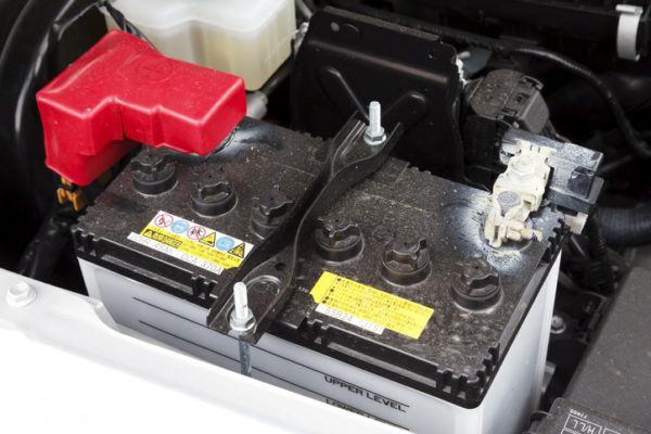 Los mejores trucos y consejos para arrancar un coche sin bateria sulfatada