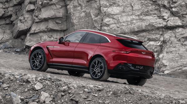 Aston Martin DBX 2021 competencia