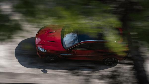 Aston Martin DBX 2021 tamano