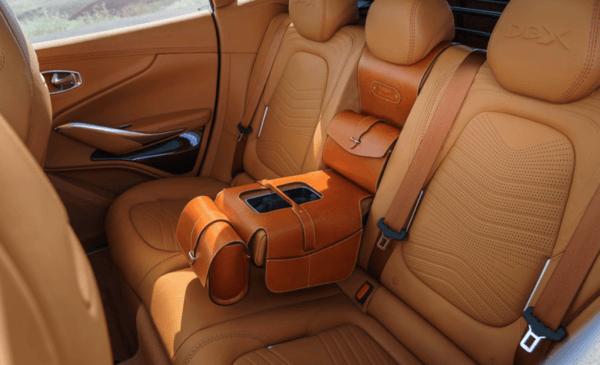 Aston Martin DBX 2021 espacio