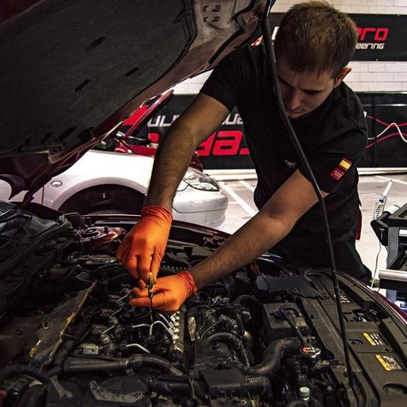 Averías en el sistema de lubricación: Causas y Soluciones mecánico