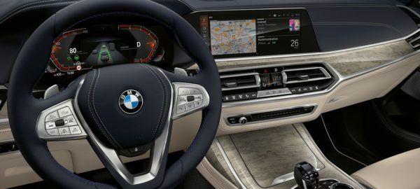 BMW X8 2021 piloto