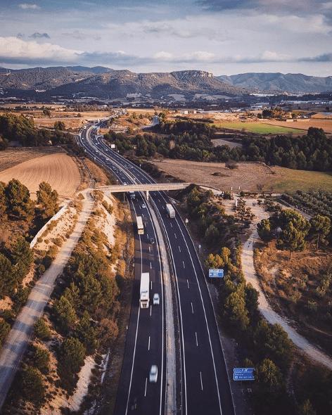 Cómo se puede ahorrar combustible circulando cuesta abajo autovía