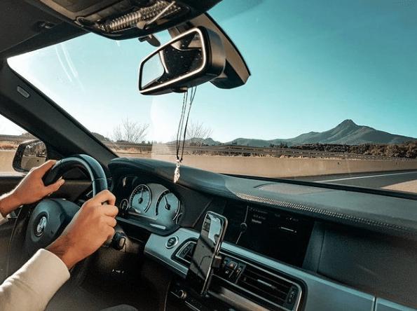 Cómo se puede ahorrar combustible circulando cuesta abajo prevención y ventanas