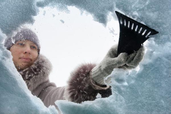 Como quitar hielo nieve coche para no danarlo