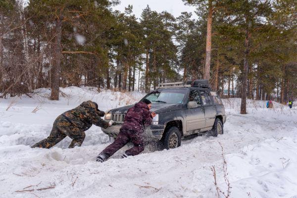 Mejores trucos consejos para conducir por hielo nieve sin perder control