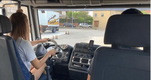 Carnet C para Camión: cómo puedo sacármelo, cuánto vale y cuáles son los tipos precio prácticas