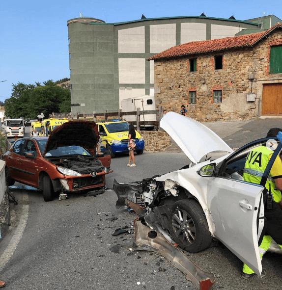 ¿Cuáles son los límites de velocidad en España? Golpe frontal
