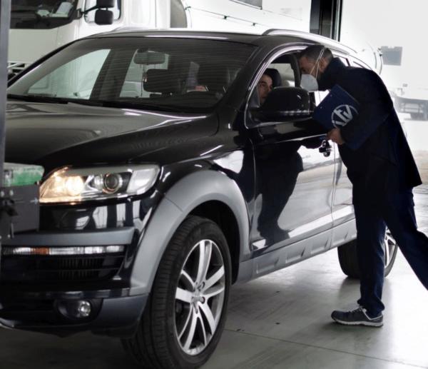 ¿Cómo es y cuánto vale la ITV de un coche eléctrico? Técnico