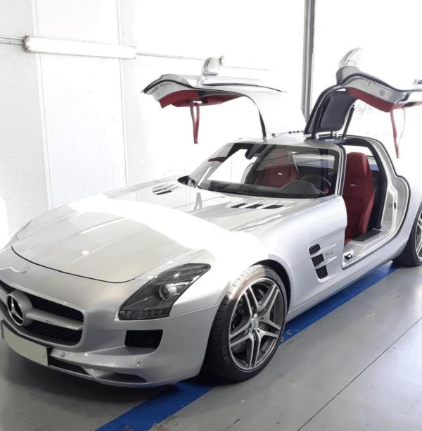 ¿Cómo es y cuánto vale la ITV de un coche eléctrico? Mercedes SLS AMG
