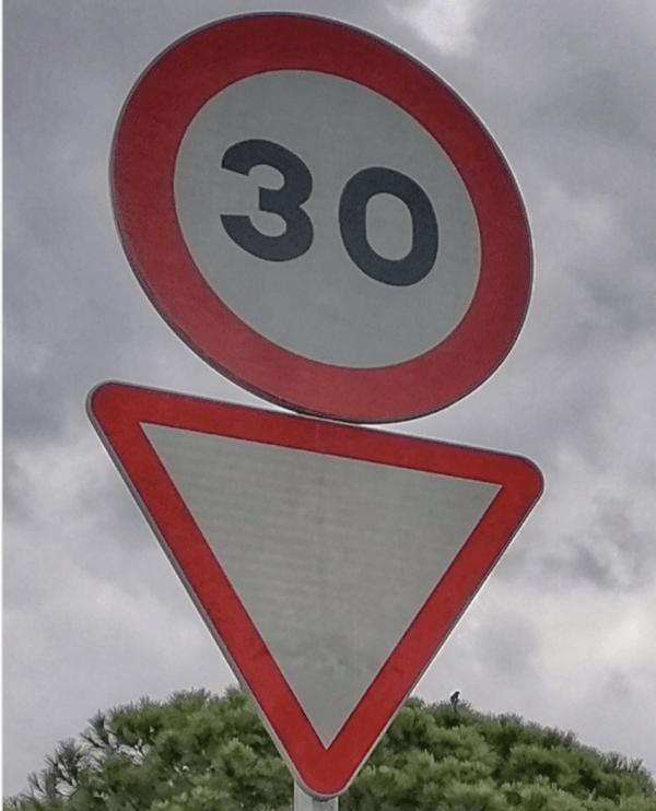 Los nuevos límites de Velocidad 2021 en la ciudad: cuáles son y las posibles multas señal 30 km/h