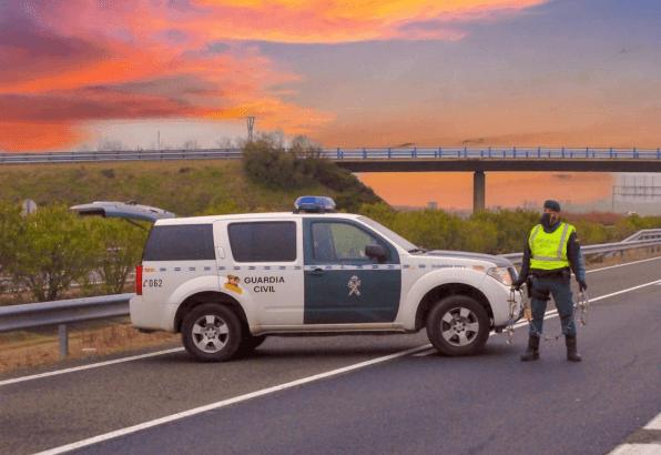 ¿Qué pasa si tengo el carnet de conducir caducado? Sanciones y cómo renovarlo control carretera
