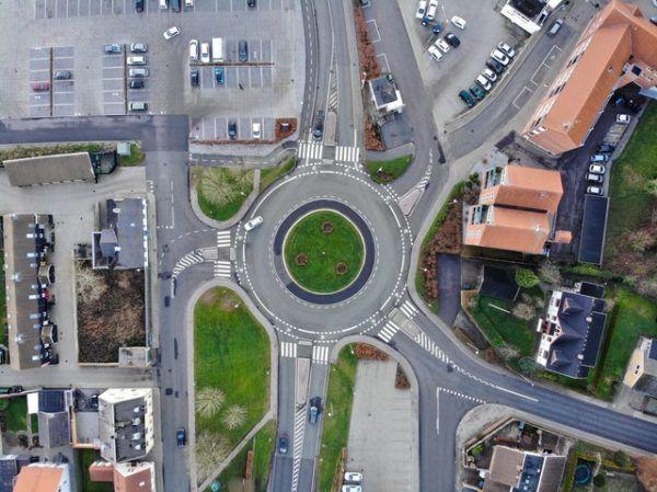 ¿Cómo se debe circular en una rotonda? Las normas y los errores más habituales en una rotonda especiales