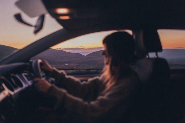 Los mejores preparativos y consejos para hacer un viaje largo en coche durante las vacaciones descansa
