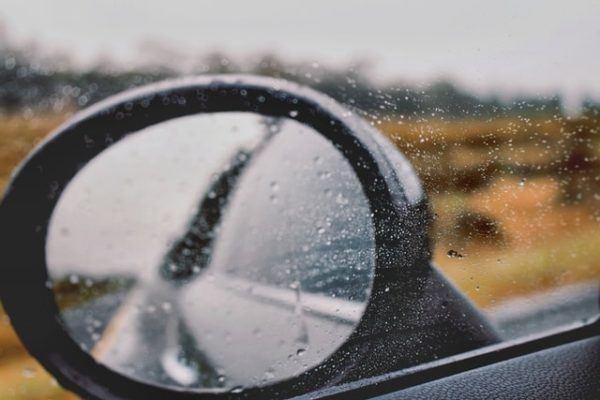Conducción con lluvia: consejos, trucos y sus peligros
