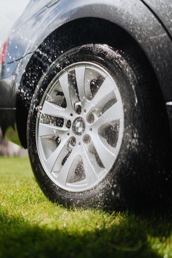Conducción con lluvia: consejos, trucos y sus peligros aquaplaning
