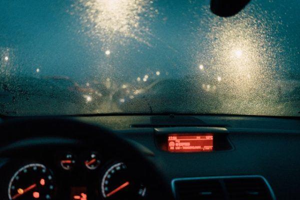 Conducción con lluvia: consejos, trucos y sus peligros interior