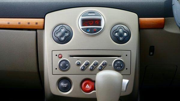 Las claves y diferencias entre conducir un coche manual y uno automático Ford