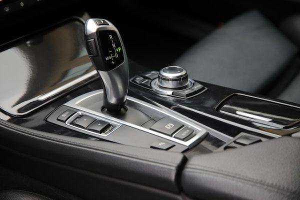 Las claves y diferencias entre conducir un coche manual y uno automático drive