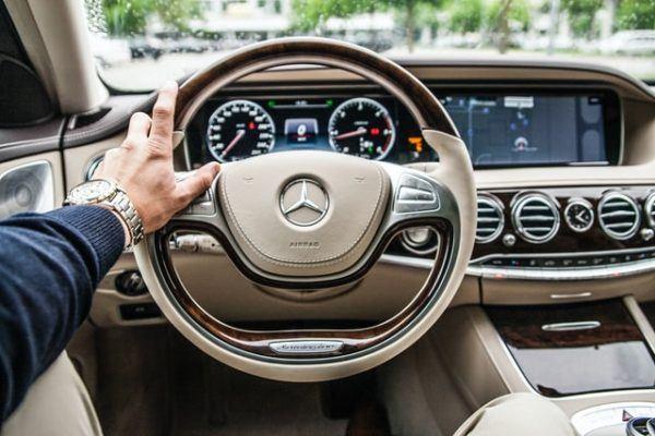 Las claves y diferencias entre conducir un coche manual y uno automático Mercedes