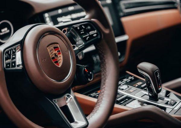 Las claves y diferencias entre conducir un coche manual y uno automático Porsche