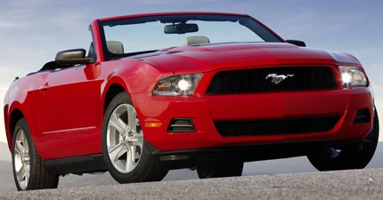 Ford-Mustang_Convertible_2010_1024x768_wallpaper_01